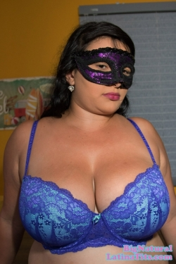 Liseth Reyes Tries On Multiple Sexy Bras For Your Pleasure
