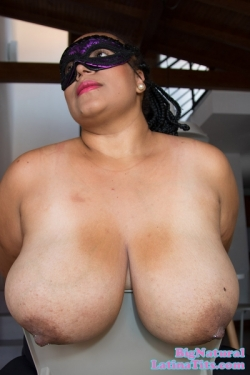 New Girl Shadia Has A Massive All Natural Rack